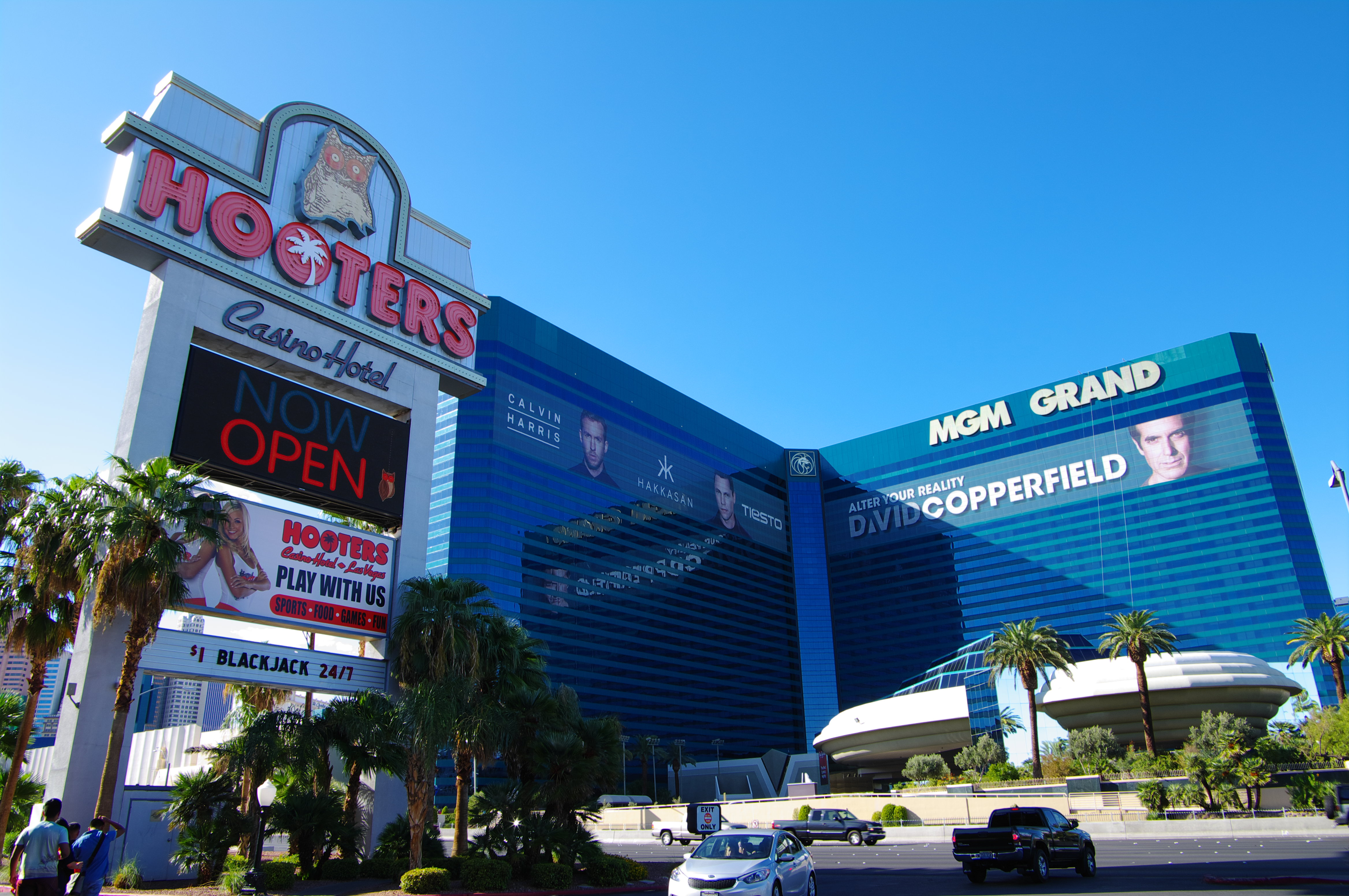 HOOTERS MGM